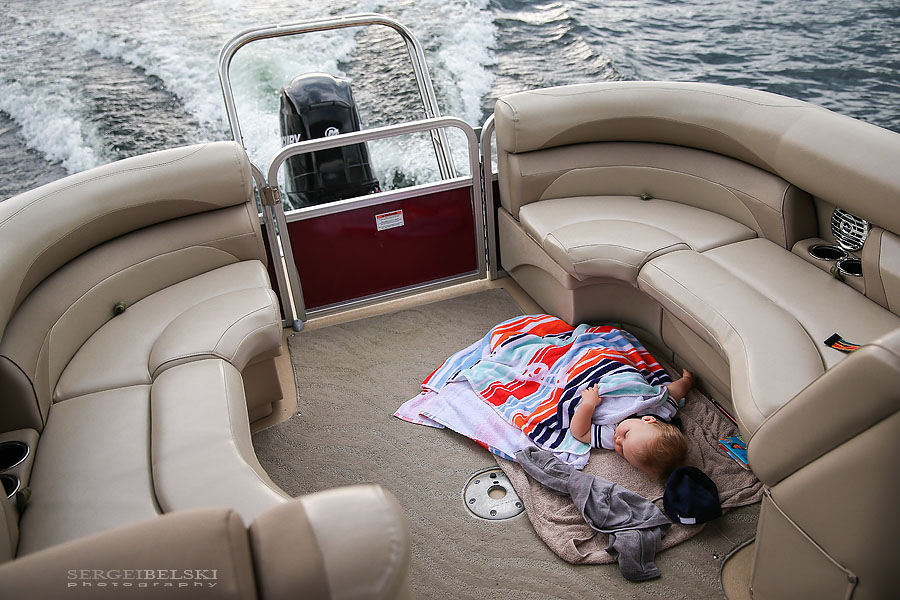 family boat vacation sergei belski photo